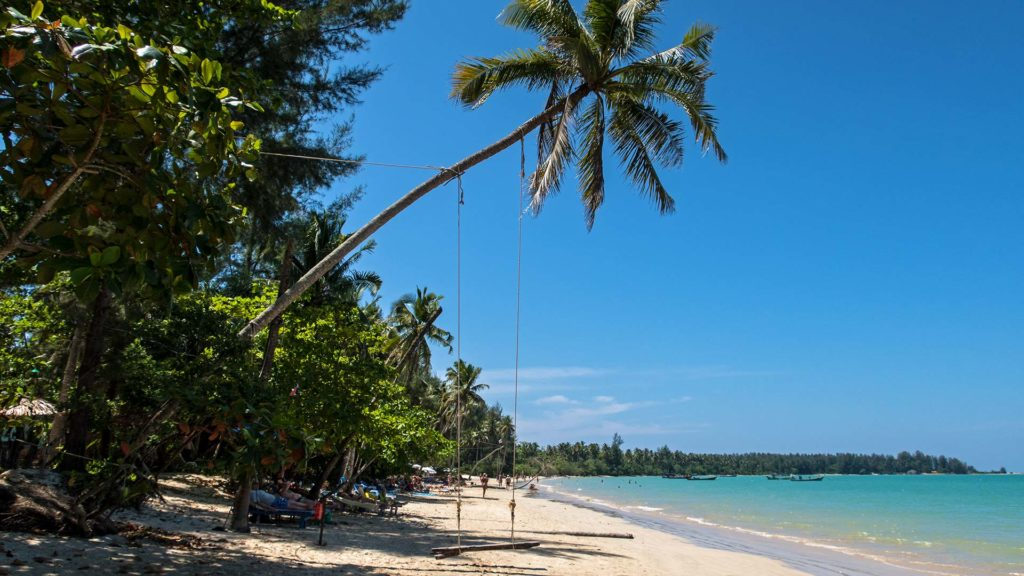 Der Coconut Beach in Khao Lak, Thailand