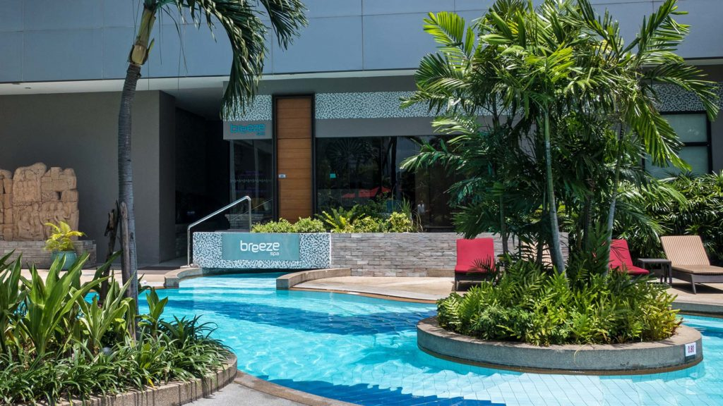 Das Breeze Spa des Amari Watergate Bangkok am Swimmingpool