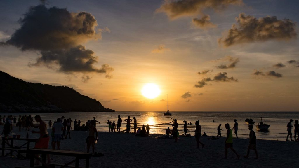 Sonnenaufgang nach der Full Moon Party am Haad Rin Beach auf Koh Phangan