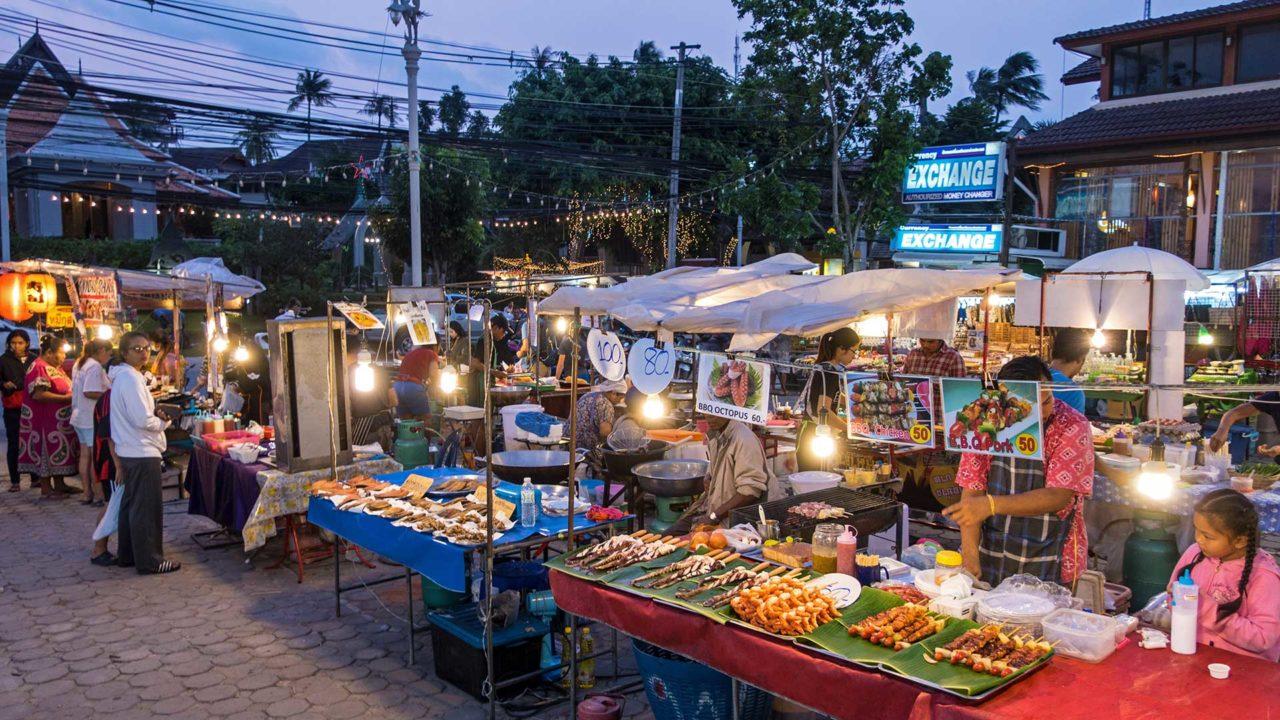 Der Choeng Mon Night Market am Mittwoch auf Koh Samui