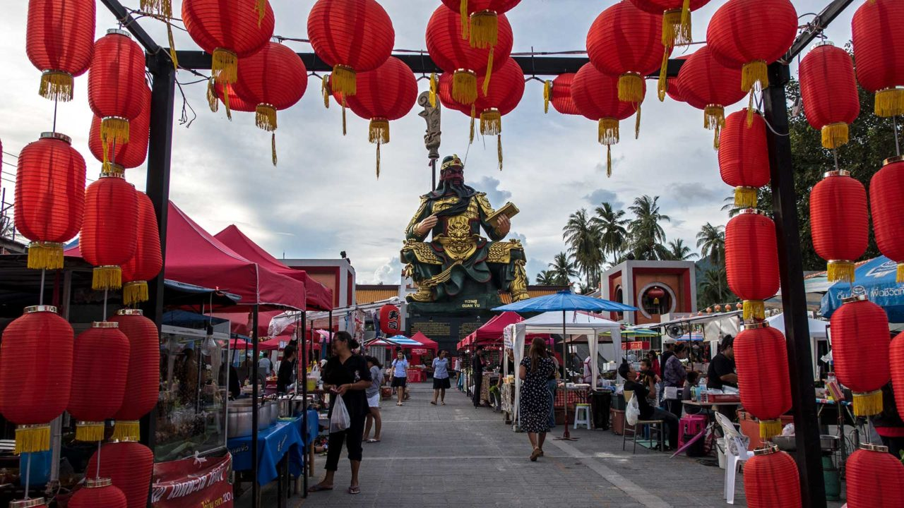 Der Hua Thanon Markt von Koh Samui am Guan Yu Shrine