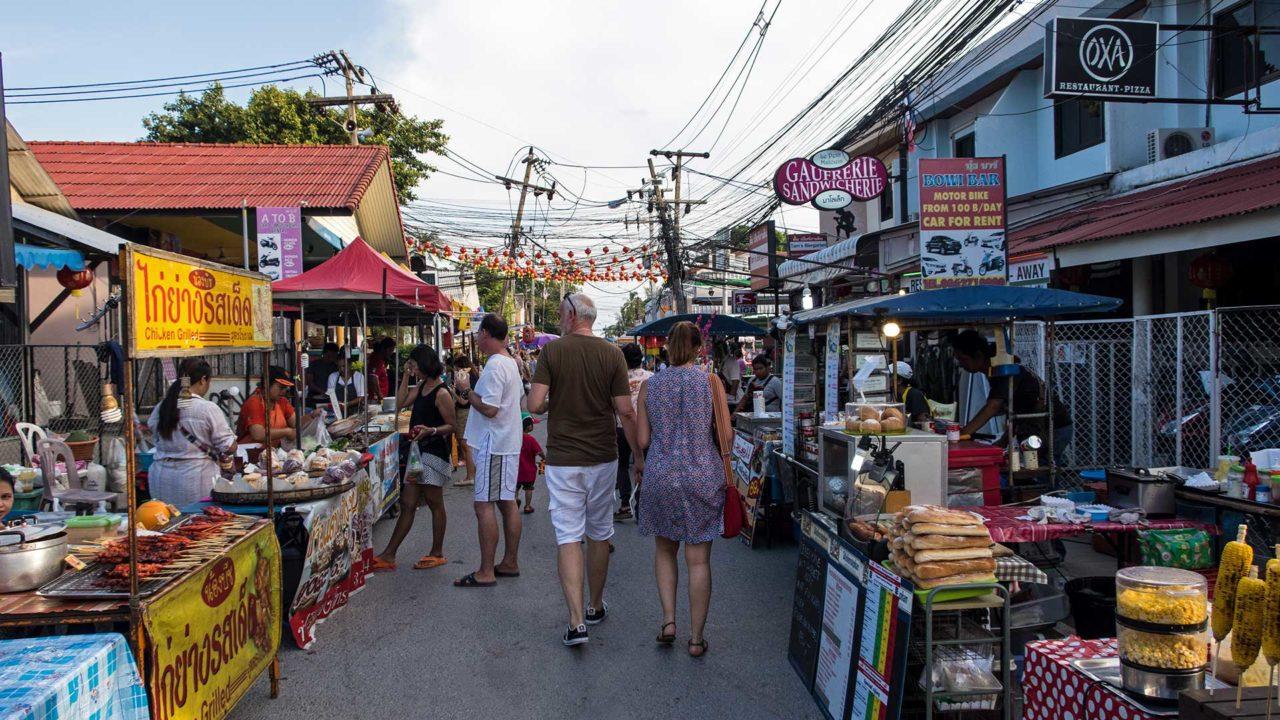 Sonntag auf der Lamai Walking Street von Koh Samui