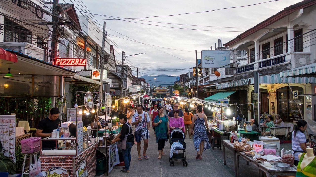 Maenam Walking Street am Donnerstag auf Koh Samui