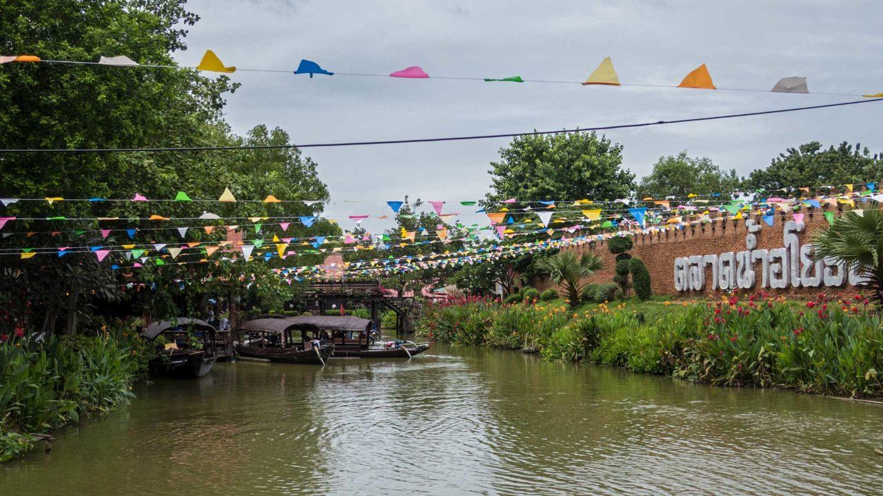 Der Ayothaya Floating Market außerhalb von Ayutthaya