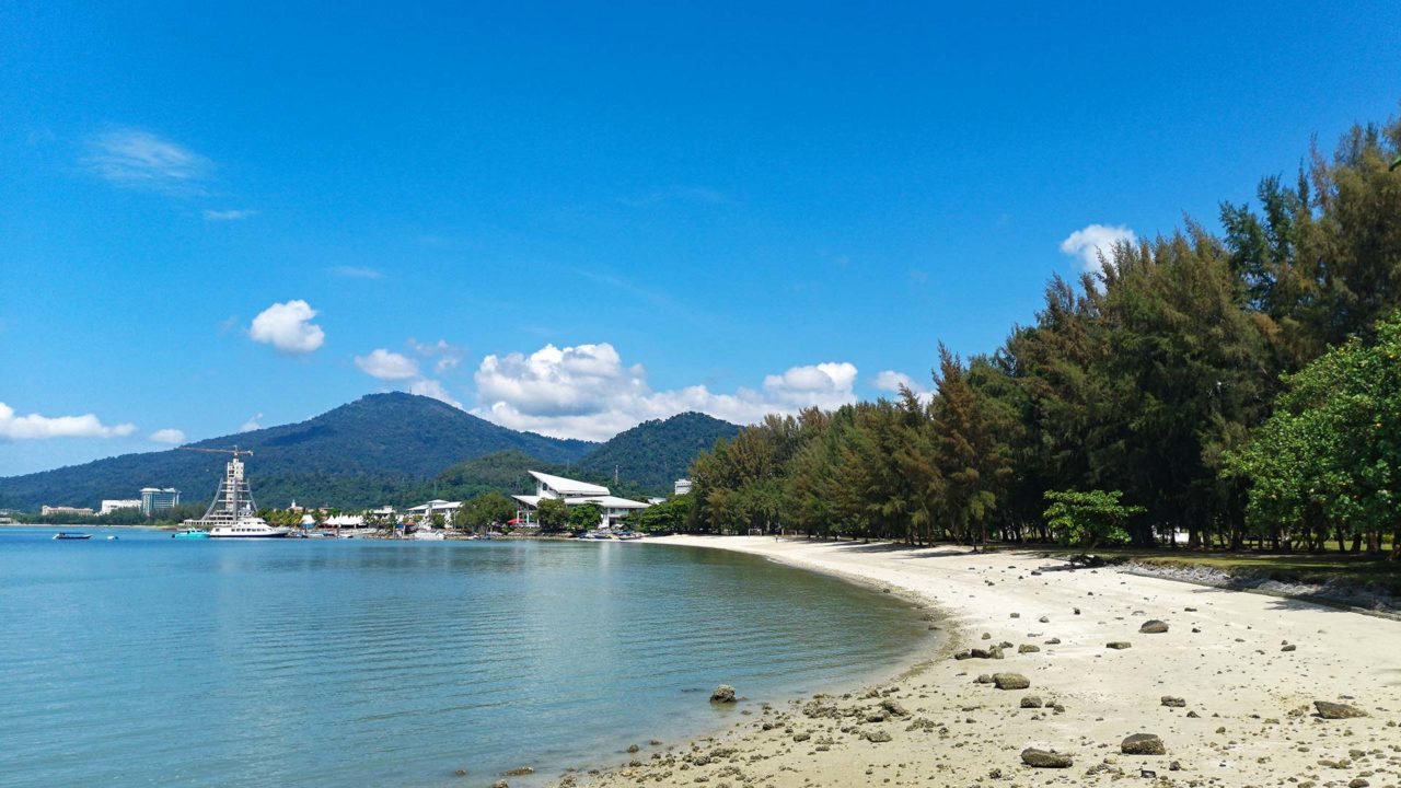 Der Legenda Park Beach in Kuah auf Langkawi