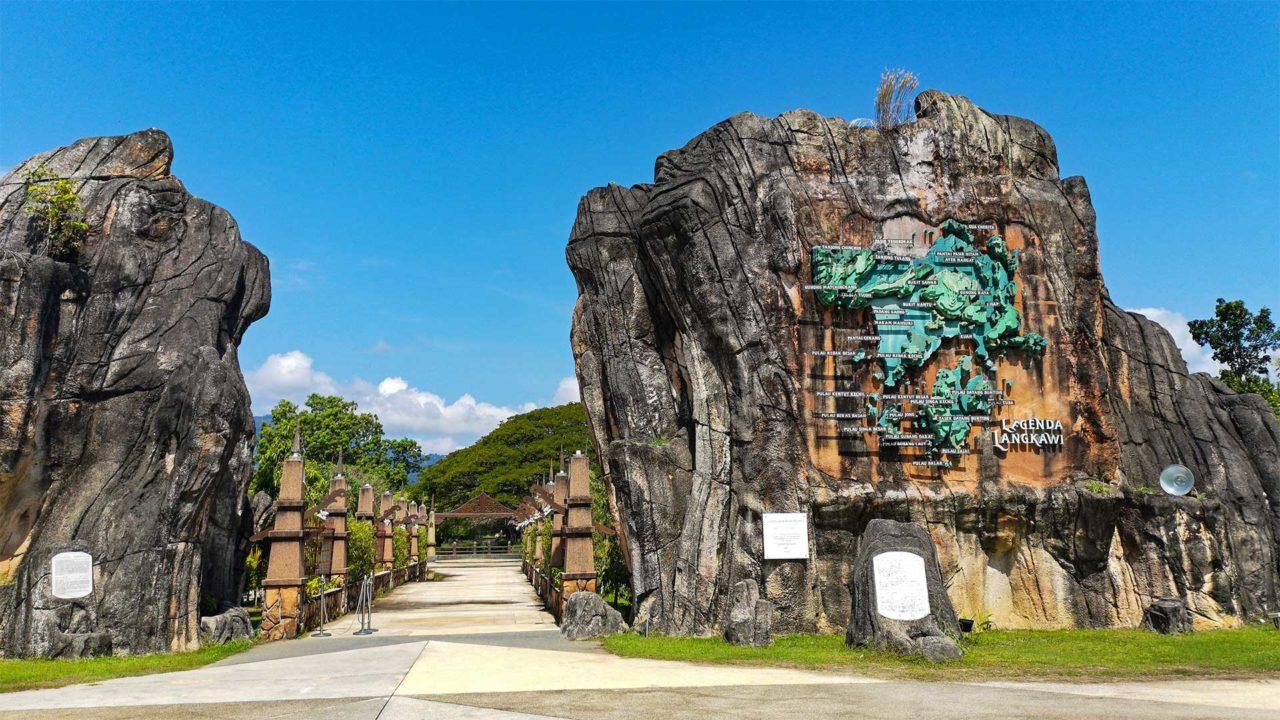 Eingang des Legenda Park am Eagle Square von Langkawi