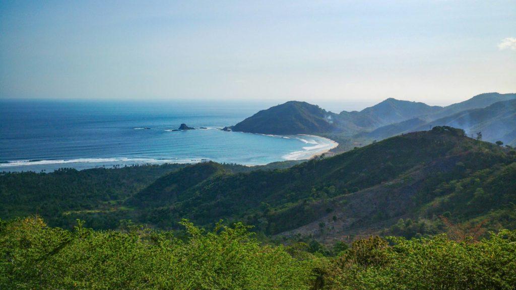Aussicht vom Mekaki Hill auf die riesige Bucht von Mekaki (Teluk Mekaki), Sekotong