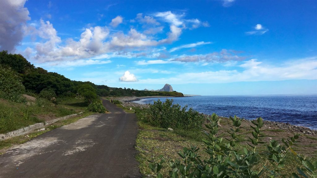 Lonely roads along the coast on the way to Wae Rebo Lodge, Flores