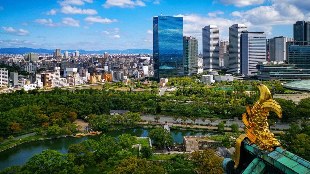 Die Aussicht vom Osaka Castle über die Stadt