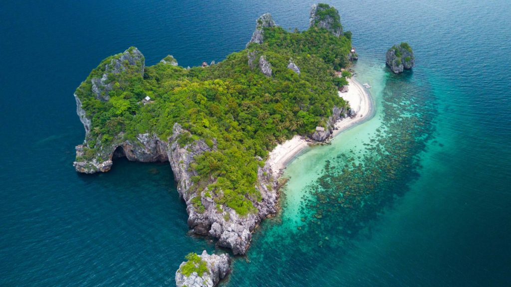 Drone footage from the Mu Koh Chumphon National Park in Thailand