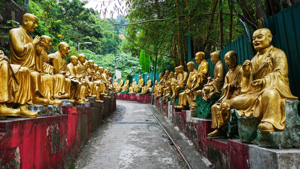 The first of the 10000 Buddha statues on the way to the monastery in Hong Kong