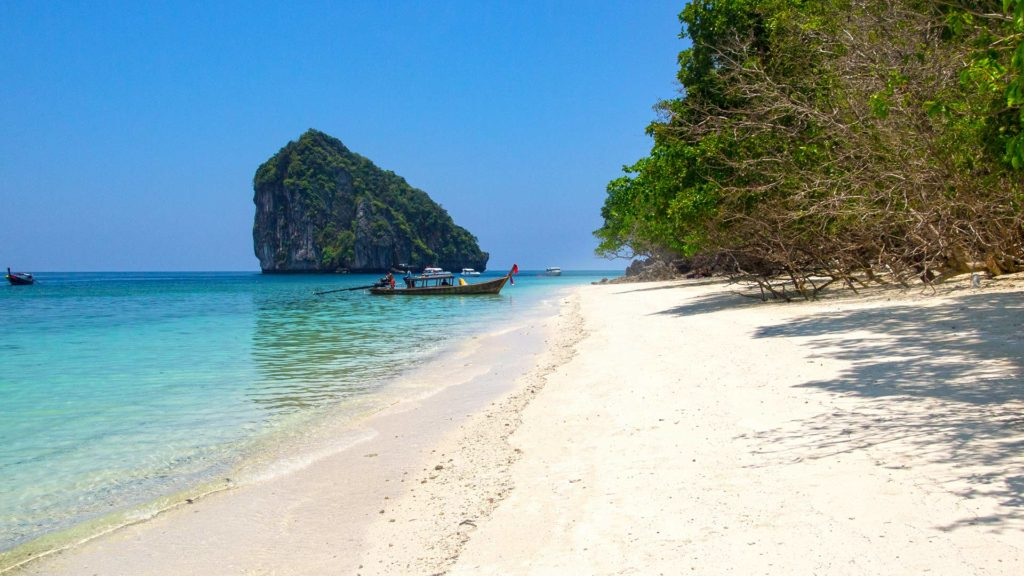 Fantastic beach on Chicken Island in Krabi