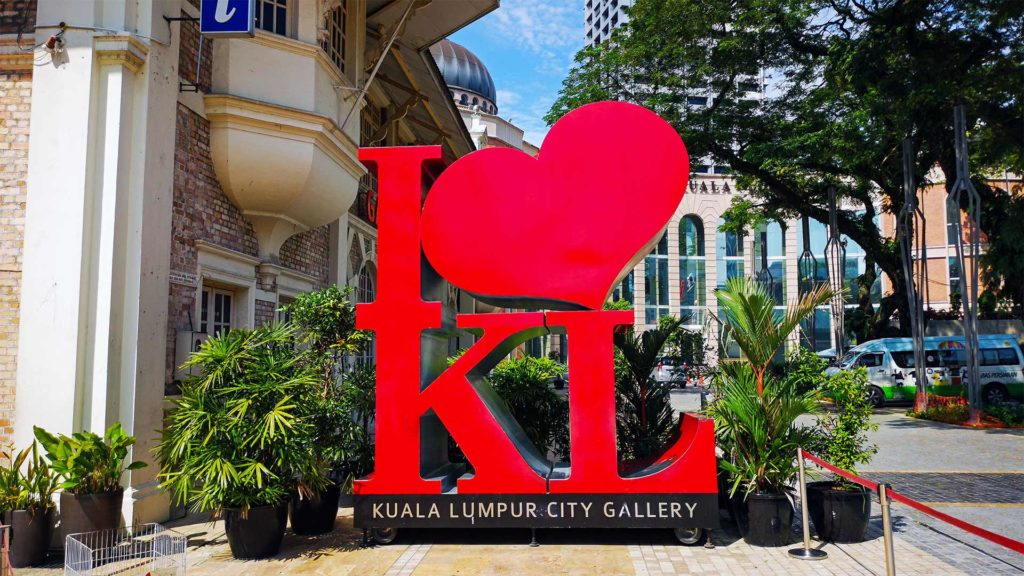 'I love KL' Schild vor der KL City Gallery