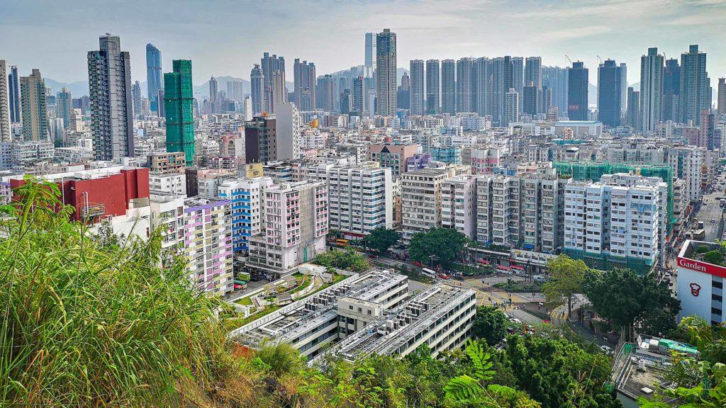 Ausblick vom Garden Hill auf Hong Kongs Stadtteil Kowloon
