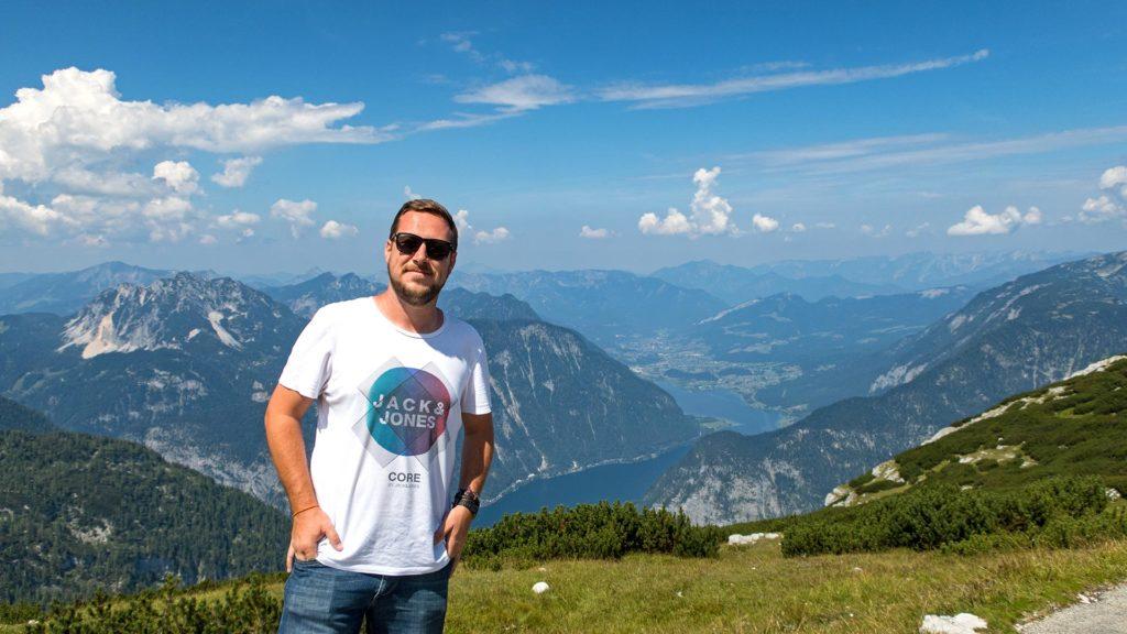 Tobi und die Aussicht vom Krippenstein, Dachsteingebirge