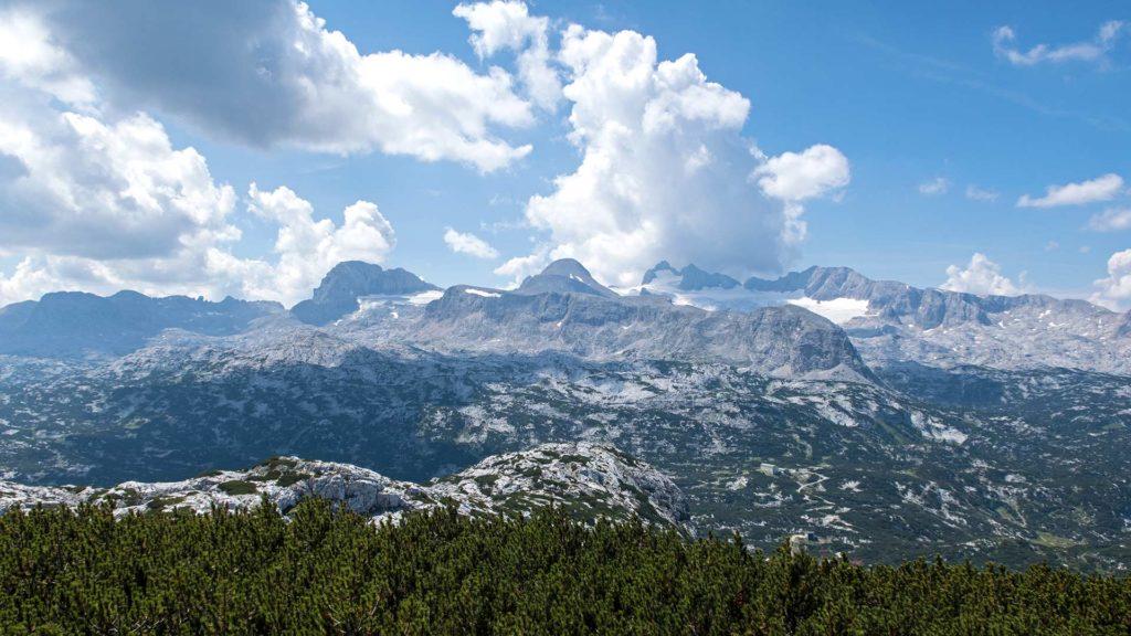Der Welterbeblick mit Aussicht auf das Dachsteingebirge