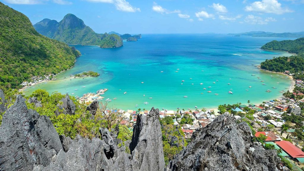 View from Taraw Peak over the bay of El Nido