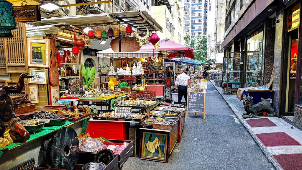 Geschäfte in der Cat Street auf Hong Kong Island