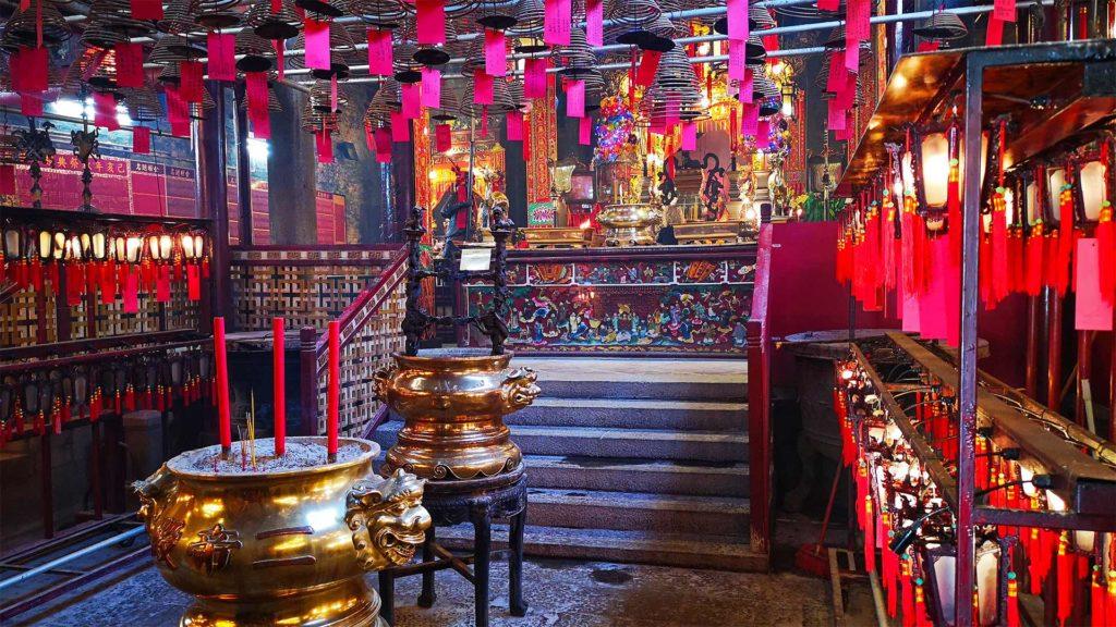 Der Innenbereich des berühmten Man Mo Tempels auf Hong Kong Island