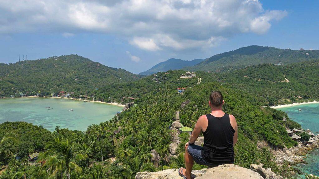 Aussicht vom John Suwan Viewpoint auf Koh Tao während einer Rundreise durch Südthailand